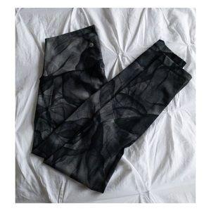 lululemon athletica Pants - Wunder Under Lululemon size 4 Smoke Print